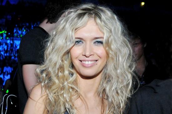 Как сделать укладку волос с эффектом мокрых волос в