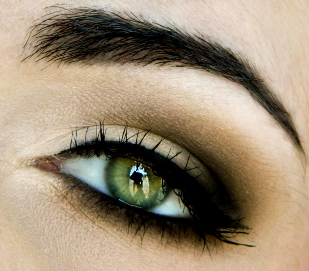 Eye makeup for dark blue eyes