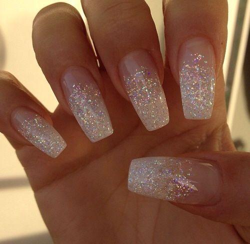 Дизайн ногтей с белыми блестками