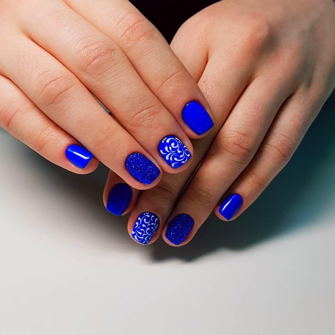 Дизайн ногтей 2018 синим лаком